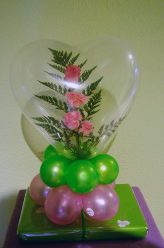 Gifts and balloons encompassed balloon decoration