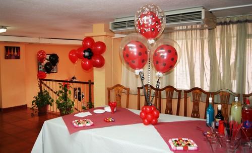 Centros de mesa con globos decoraci n con globos for Decoracion 80 anos hombre